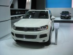2012 VW Touareg front. I like the rope of LEDs around the HID headlights.
