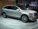 2013 Lincoln MKT profile.