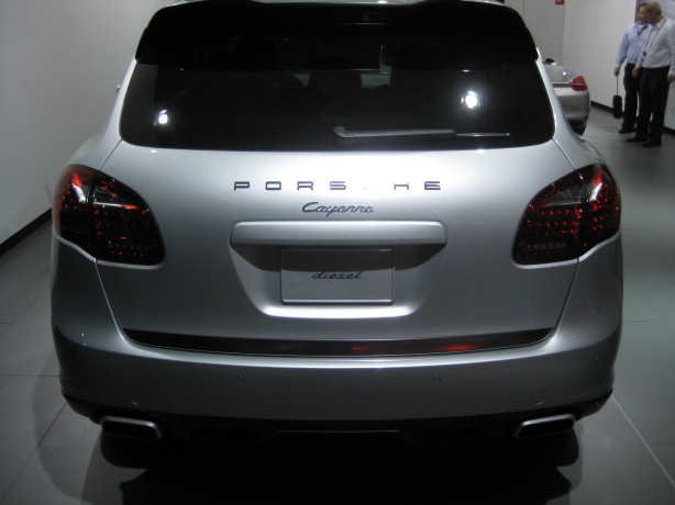 Except for the diesel badge, the 2013 Cayenne Diesel looks almost exactly like the Cayenne V6.