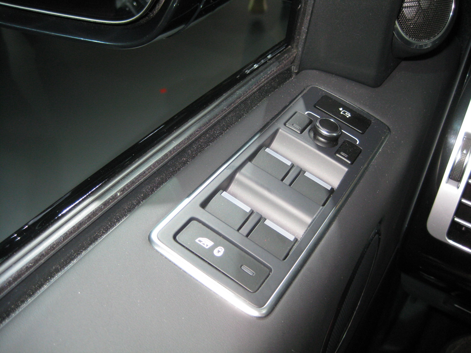 range rover 2013 range rover hse interior detail todd bianco 39 s blog. Black Bedroom Furniture Sets. Home Design Ideas