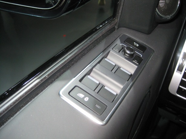 "The Range Rover's window switches are on top of the window sill, in a very awkward position. I know it's ""tradition"" but this one needs to be thrown out."