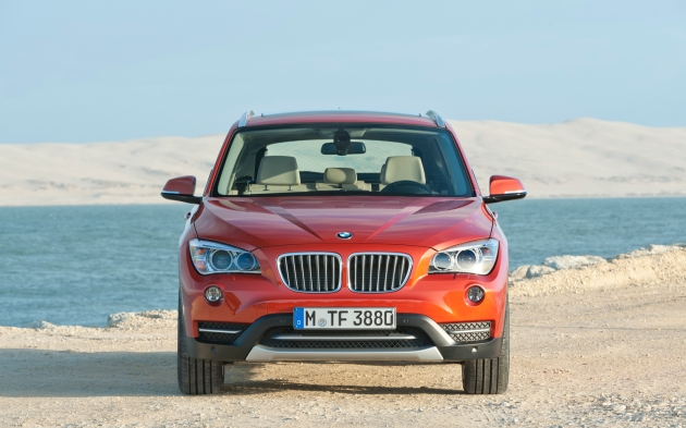 The front of the 2013 BMW X1 xDrive28i is distinctively BMW. The badging is a mouthful.