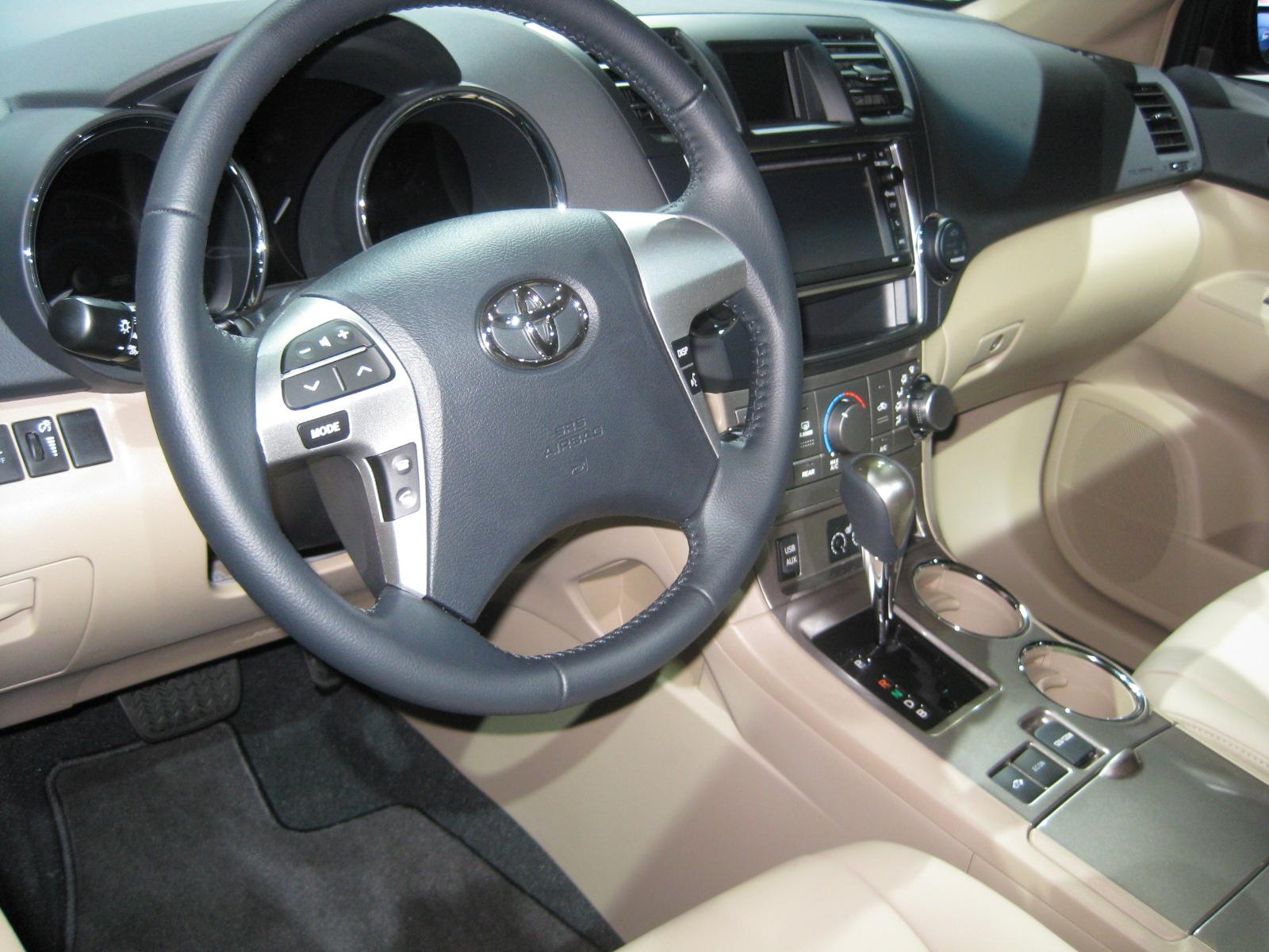 Toyota 2014 Highlander Hybrid Interior Todd Bianco 39 S Blog