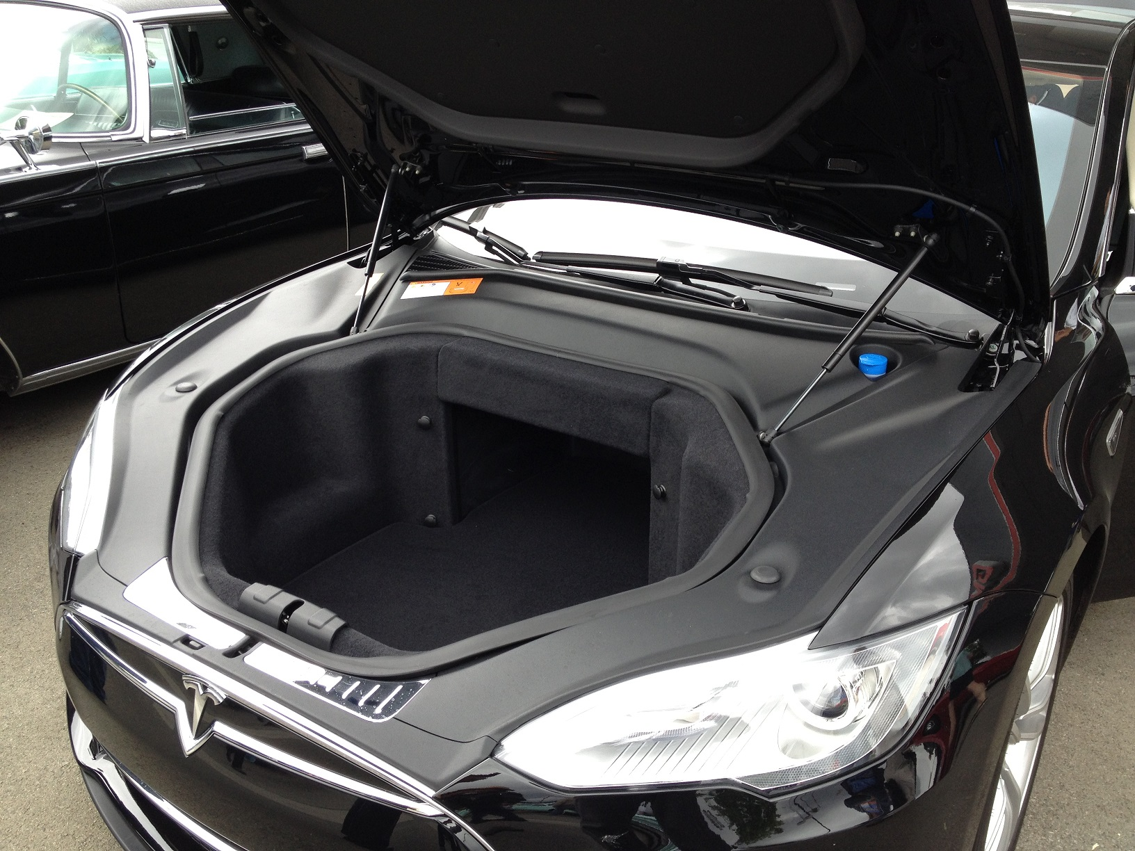 https://acarisnotarefrigerator.files.wordpress.com/2013/06/tesla-model-s-front-boot.jpg
