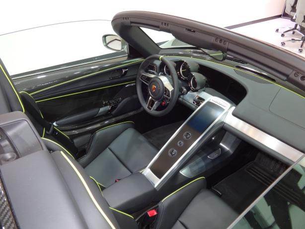 LAAutoShow Day 1 014 Porsche 918 Spyder Int