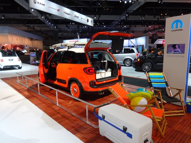 LAAutoShow Day 1 053 2014 Fiat 500L Mopar customized for the beach