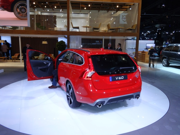 LAAutoShow Day 1 116 2015 Volvo V60 rear
