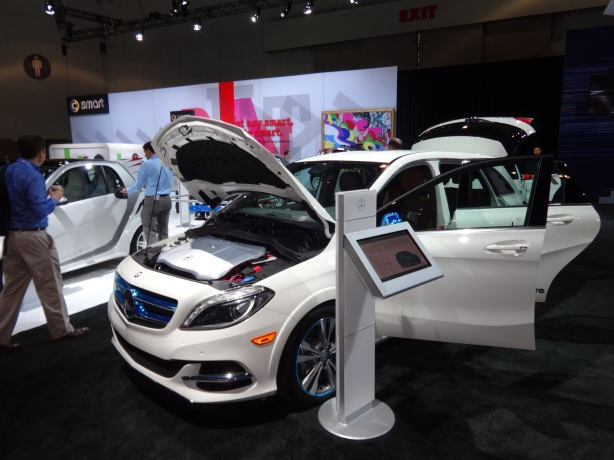 LAAutoShow Day 1 118 2014 Mercedes B-Class Electric Drive