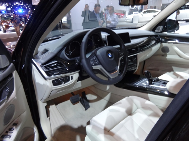 LAAutoShow Day 1 135 2014 BMW X5 interior