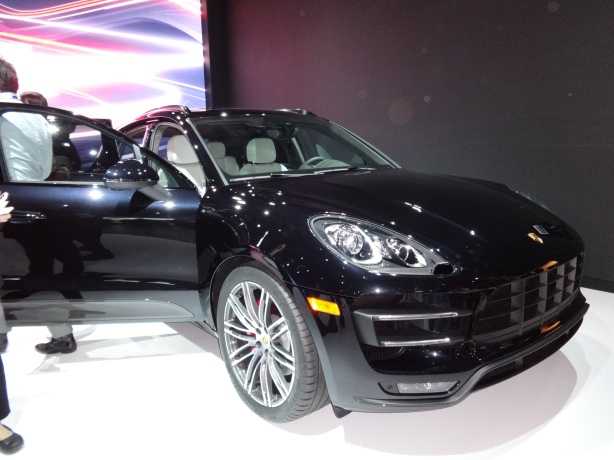 LAAutoShow Day 1 198 2015 Porsche Macan Turbo front