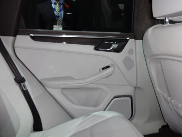 LAAutoShow Day 1 202 2015 Porsche Macan int detail