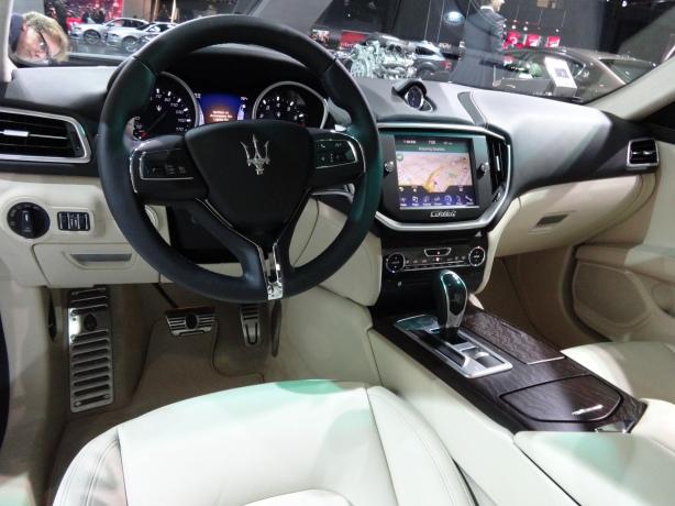 LAAutoShow Day 2 (42) 2015 Maserati Ghibli int