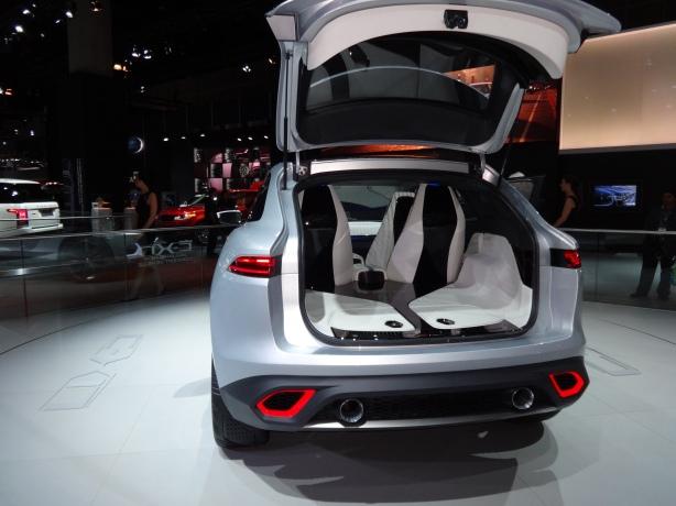 LAAutoShow Day 2 (44) Jaguar CX17 concept SUV
