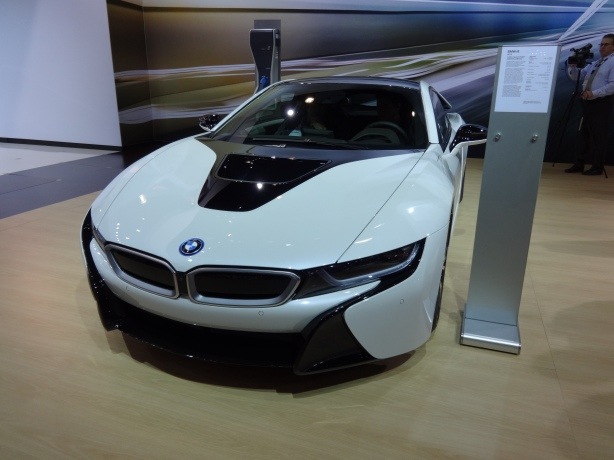 The 2015 BMW i8 looks good from every angle.