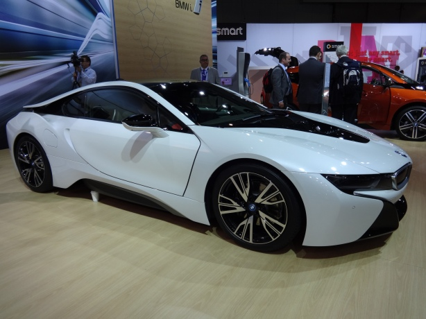 A good side shot of the BMW i8.