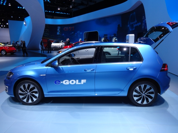LAAutoShow Day 2 (80) 2015 VW e-Golf