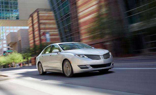 The 2014 Lincoln MKZ makes a bold statement. The new face actually seems to work well on this car, particularly if you see it in person.