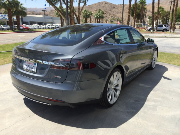 This lovely Grey Model S has the P85 package. The performance version of the Model S with the 85 kWh battery.