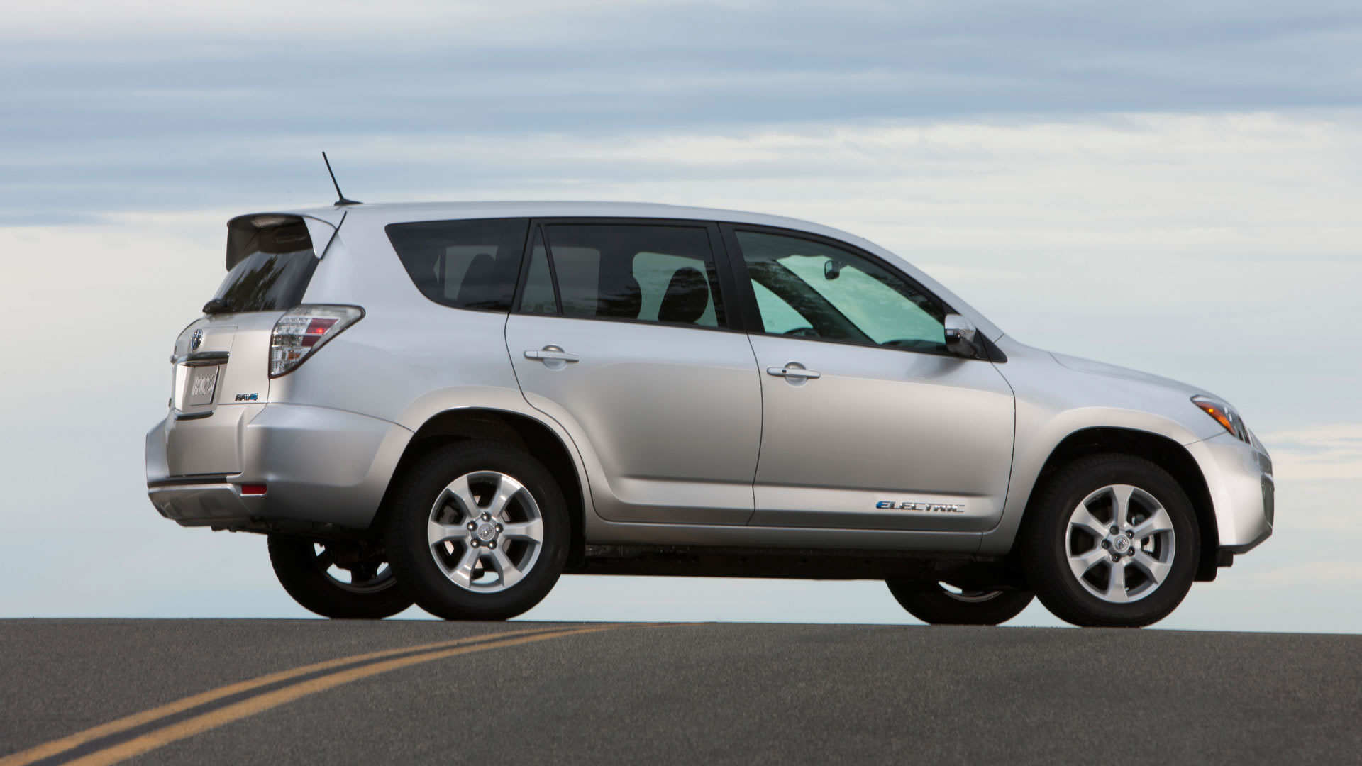 toyota really wants to unload the 2014 rav4 ev todd bianco 39 s blog. Black Bedroom Furniture Sets. Home Design Ideas