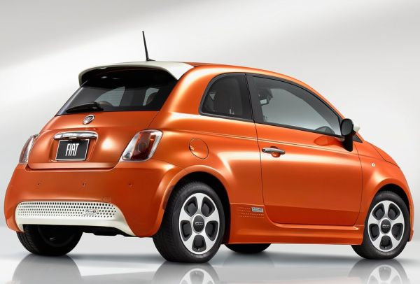 2015 Fiat 500e in Electric Orange Tri-Coat Pearl