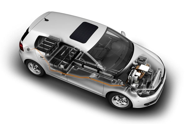 This transparent view of the e-Golf shows the placement of the battery along the floor, under the rear seats and in the cargo area. The weight is spread out very well making the e-Golf well-balanced with a low center of gravity.